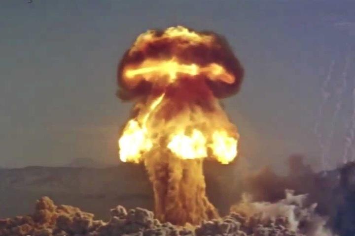 Ядерные грибы принимают чудовищную форму.