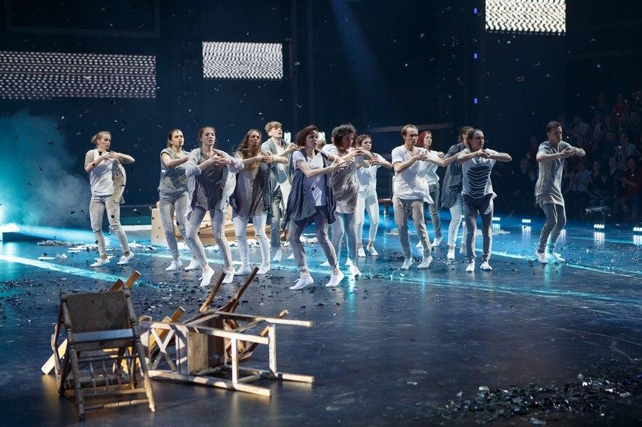 Белгородские танцоры выступили вновом телепроекте «Танцуют все!»