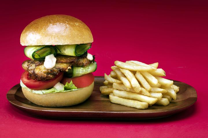 ВОАЭ за $10 тыс. продали самый дорогой вмире чизбургер