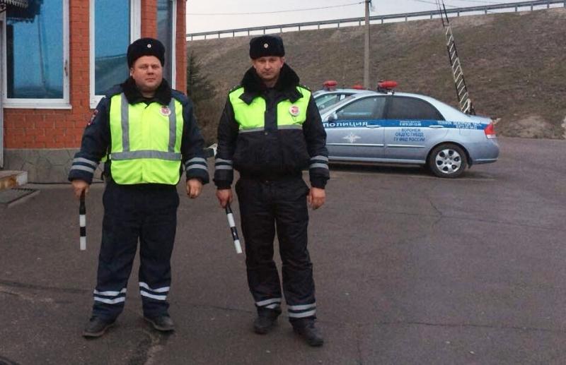 Отважные полицейские потушили полыхающий КАМАЗ нафедеральной трассе