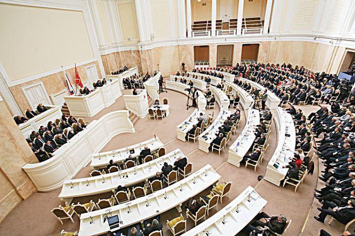 Поправки озапрете перерывов в обсуждениях ЗакСа приняты комитетом позаконодательству