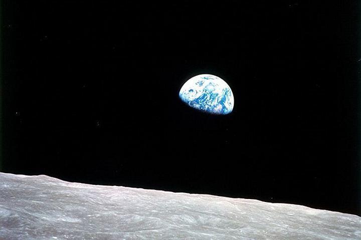 Лунная пыль несомненно поможет выжить космонавтам— Ученые