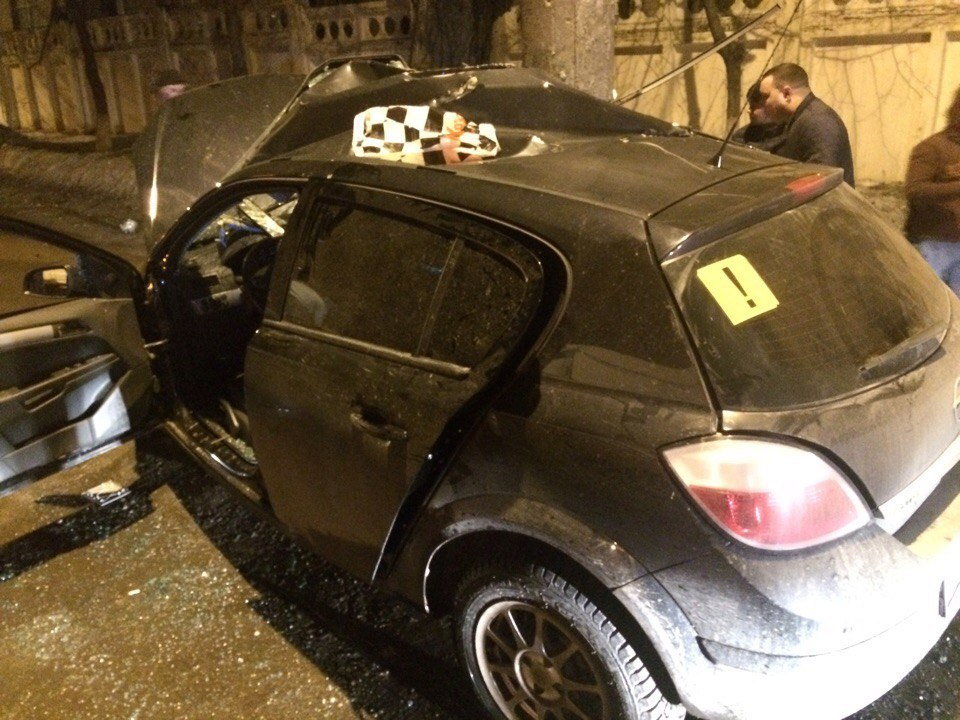 Ночная авария вСамаре: Опель савтоледи обнял столб