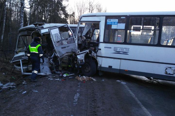Две маршрутки столкнулись вЛенобласти: пострадали 5 человек