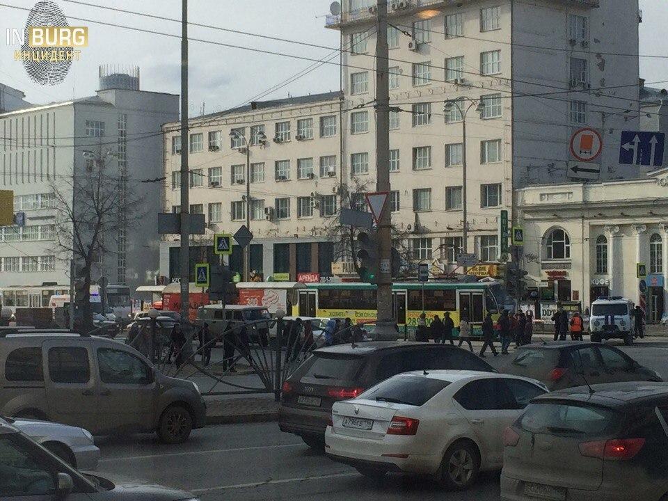 Трамваи встали вцентре Екатеринбурга из-за угрозы взрыва