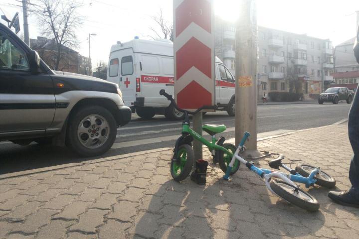 3-х летний парень попал под колеса автомобиля напереходе вКалининграде