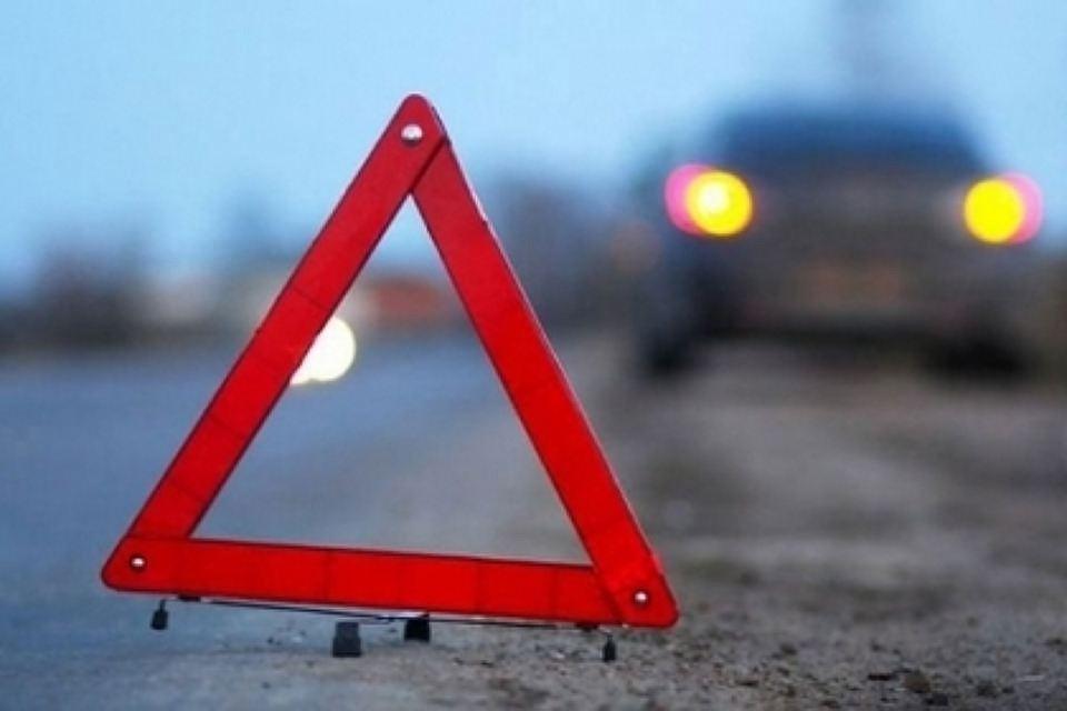 Едва несбивший женщину сребёнком неадекватный шофёр устроил дикие пляски