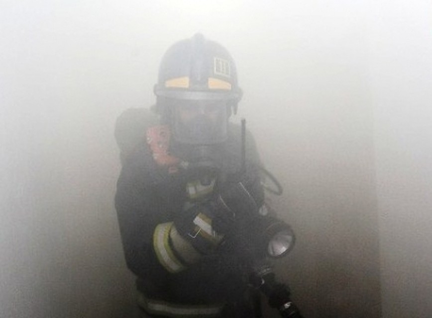 Пенсионера иженщину с сыном спасли иззагоревшегося дома вЧелябинске