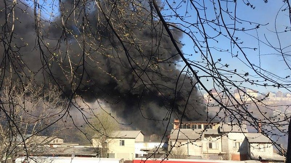 Страшный пожар в Кишиневе: Чеканы охвачены дымом: http://www.kp.md/daily/26661.7/3682360/
