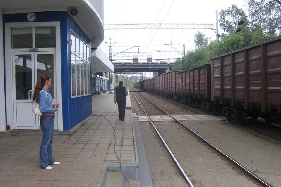 ВКрасноярске воткрытом вагоне грузового поезда обнаружили подростка