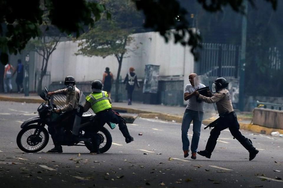 Неменее два человека погибли впроцессе протестов вВенесуэле