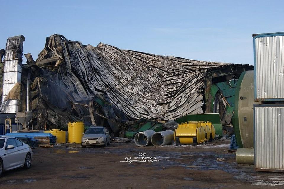 ВРедкино из-за пожара на100% уничтожен ангар спластиковыми изделиями