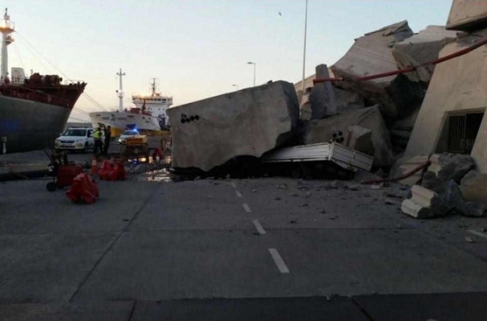 НаКанарских островах паром со140 пассажирами врезался впристань