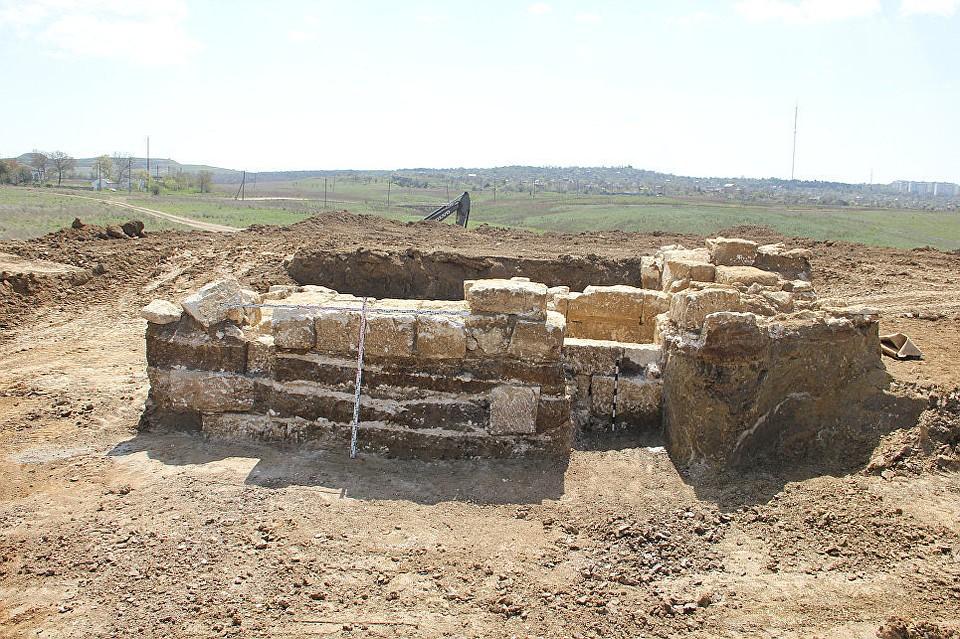 Крымские археологи обнаружили старинный склеп времен Македонского
