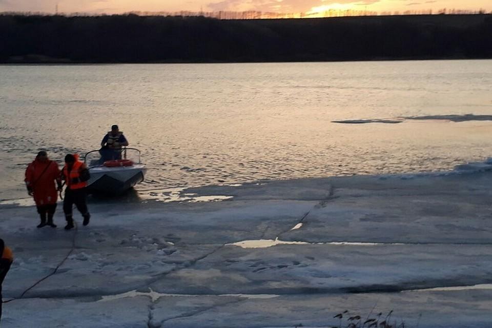 НаКаме соторванной льдины спасли 5 рыбаков
