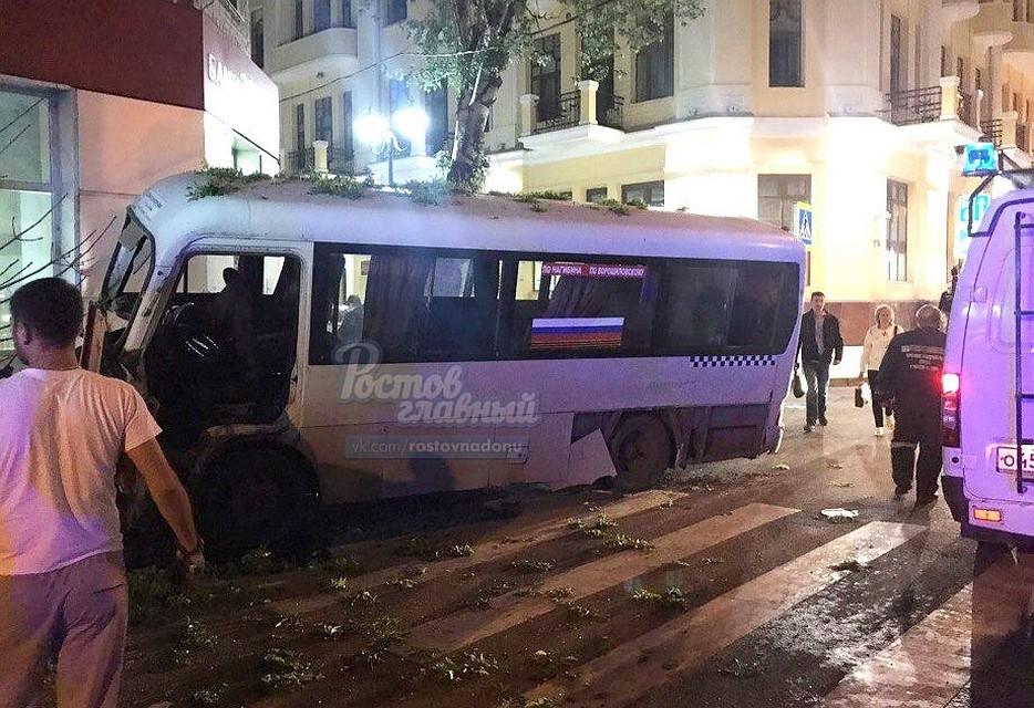 Три женщины пострадали вДТП смаршруткой наГазетном вРостове