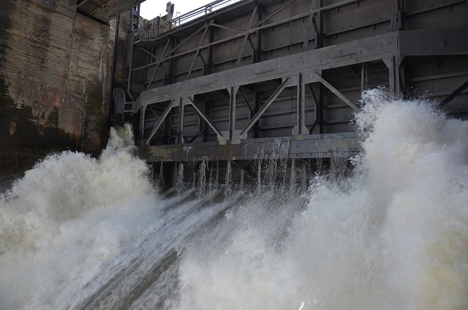 Новосибирская ГЭС увеличивает сброс воды изводохранилища, прогнозируются подтопления