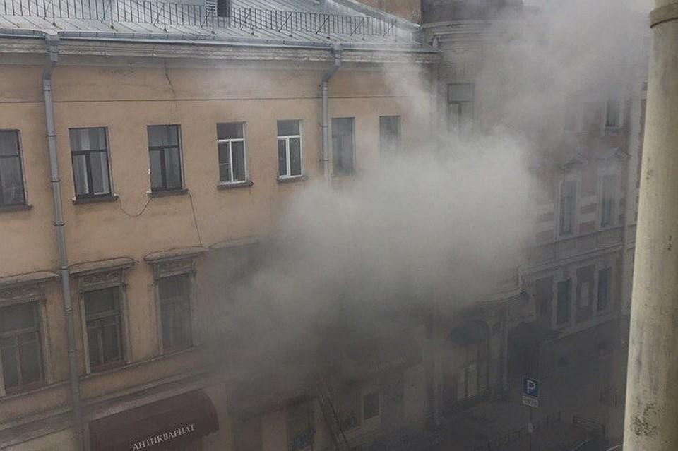 Четверых человек спасли изпожара вкомуналке наМоховой