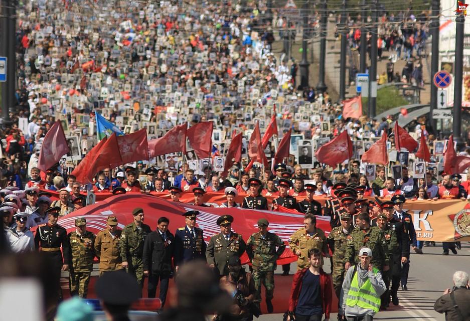 Неменее 50 тыс. омичей встали встрой «Бессмертного полка»