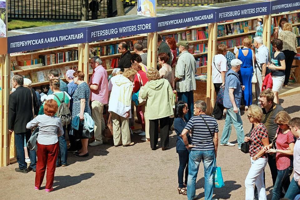 Вконце рабочей недели наМалой Конюшенной раскрываются «Книжные аллеи»