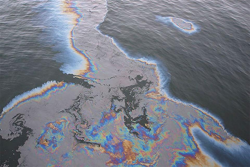 В северной столице произошел крупный разлив нефтепродуктов
