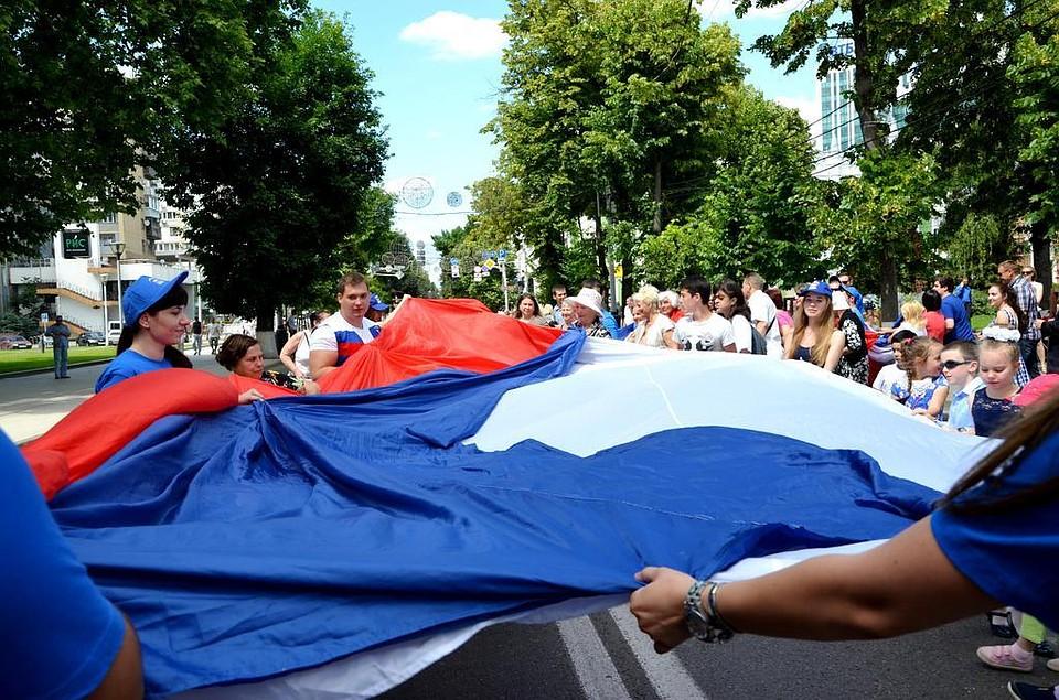 НаТеатральной пл.Краснодара вДень РФ проведут митинг иконцерт