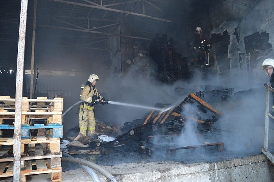 Утренний пожар вСевастополе. Горел торговый центр «Апельсин»