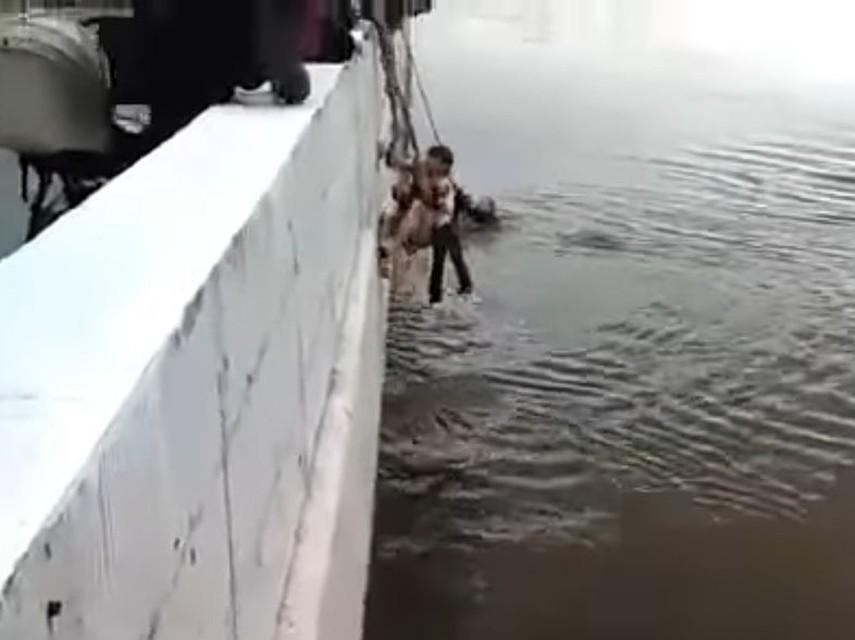 ВОмске подросток спас тонущего мужчину с 2-мя детьми