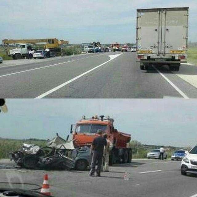 ВАнапе три человека пострадали вДТП с фургоном