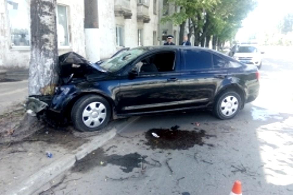 ВТвери Шкода врезалась вдерево: вДТП пострадали 8 человек