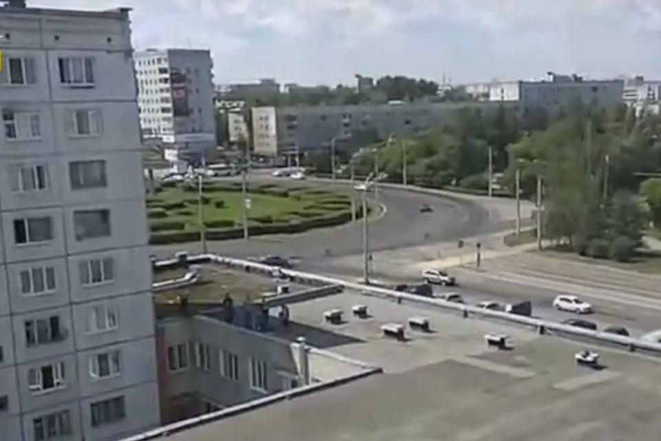 ВКемерове, спускаясь попростыням, скрыши упала женщина