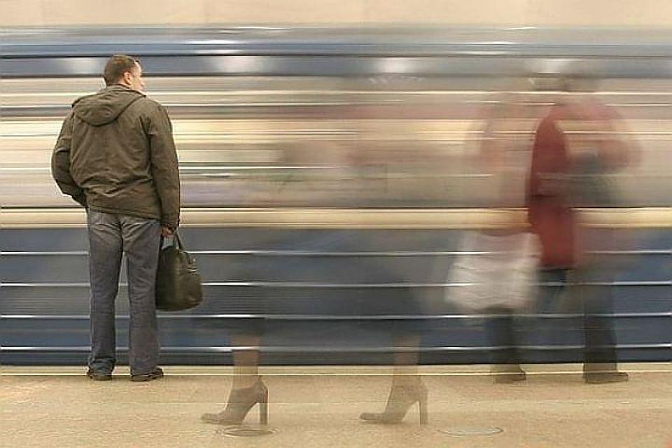 Станцию «Приморская» закрыли из-за поломки состава