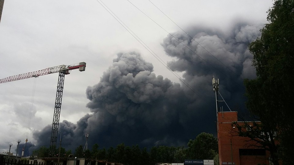 Вангаре слакокрасочной продукцией вПетербурге произошёл пожар