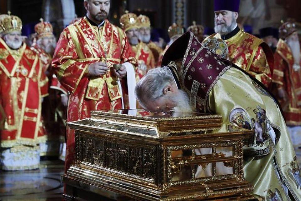 Мощи Николая Чудотворца вынесли изхрама Христа Спасителя для отправки вПетербург