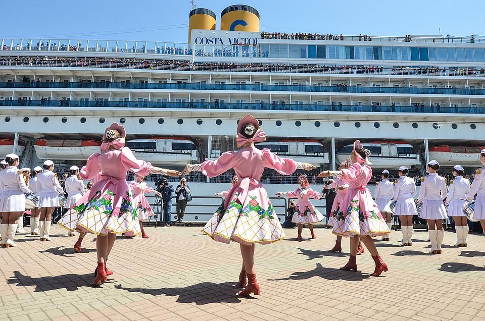 Круизный лайнер Costa Victoria посетил Владивосток