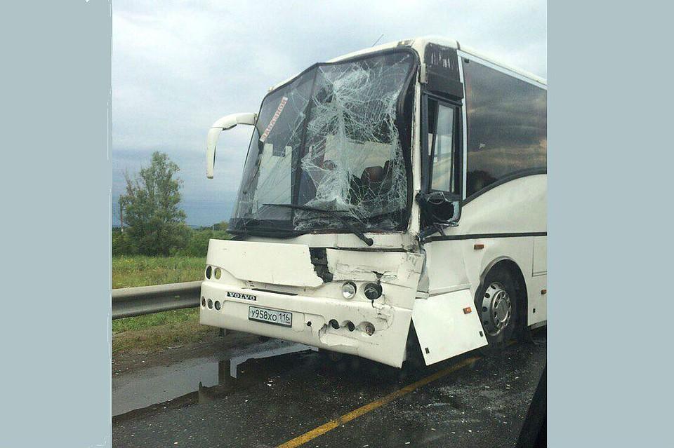 Автобус изУфы протаранил фуру: пострадали 10 человек