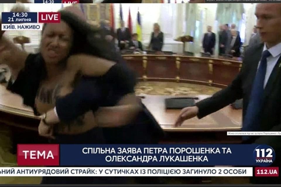5 секунд славы сголой грудью грозят активистке Femen пятью годами тюрьмы