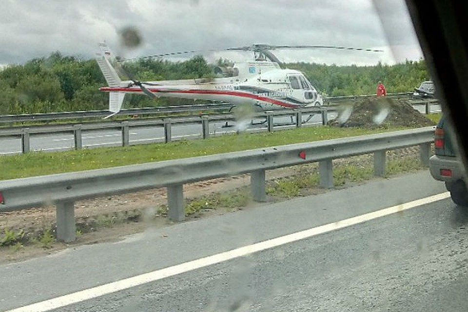 Вертолет МЧС вылетал натройную трагедию  наКАД вПетербурге