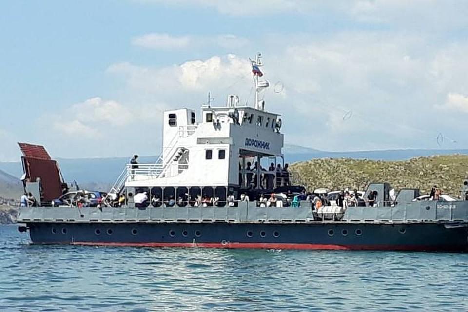 Сотни туристов застряли наострове Ольхон из-за поломки парома