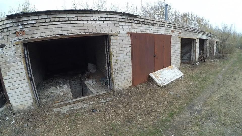ВИжевске ребенок умер при обрушении крыши заброшенного гаража