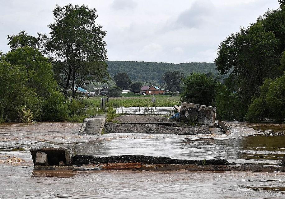 Затопленная дорога в селе Кроуновка в Уссурийском городском округе
