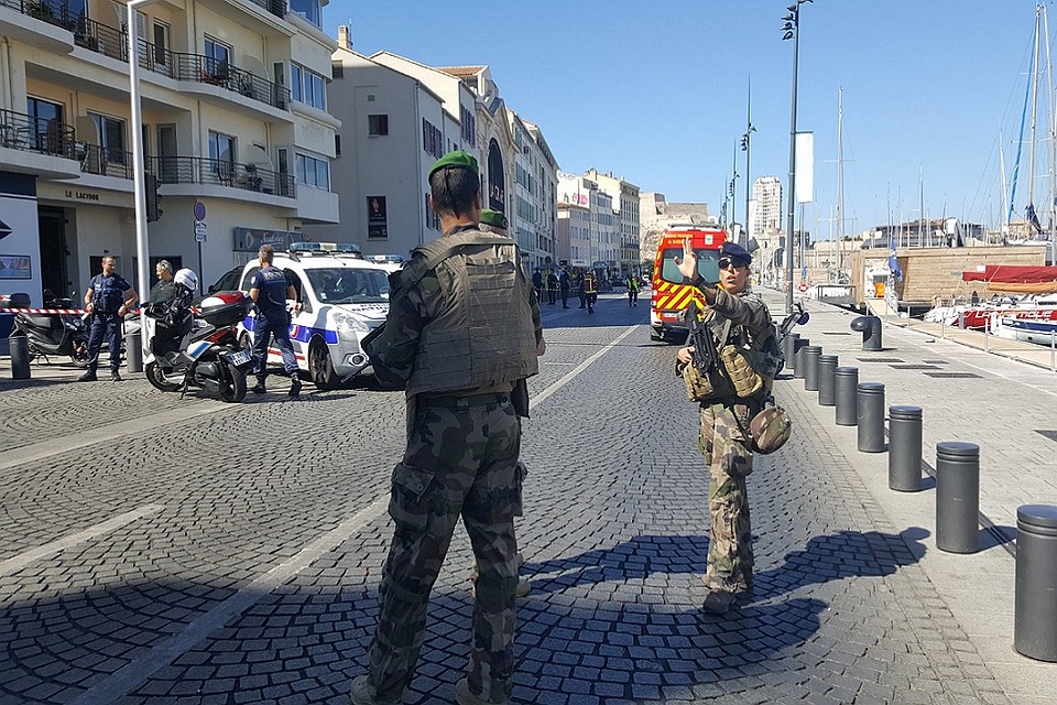 Автомобиль врезался востановку вМарселе