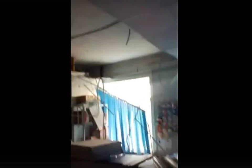 Азовское отделение почты вторую неделю работает собрушенным потолком