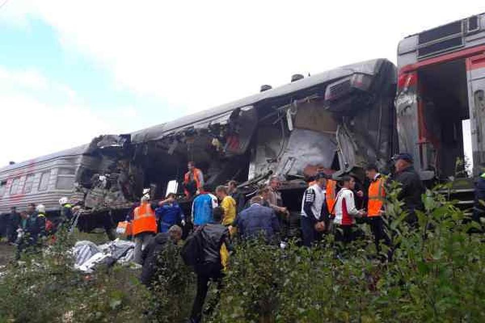 Самосвал протаранил поезд: вЮгре скончался один изпострадавших