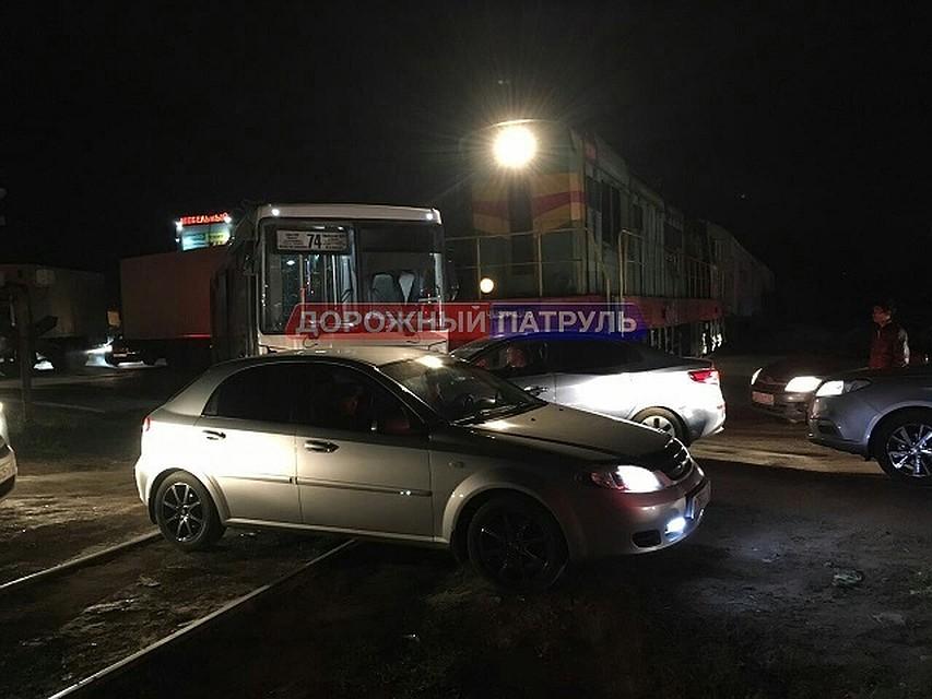 ВУфе поезд врезался впассажирский автобус