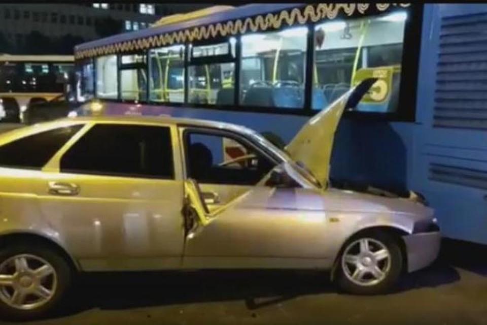Наюге столицы автобус попал всмертельное ДТП
