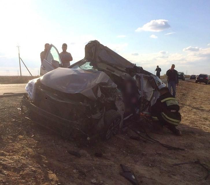 ВАстраханской области легковушка врезалась вКамАЗ: умер человек