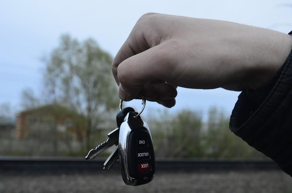 ВМелекесском районе мужчина угнал автомобиль соспящим владельцем