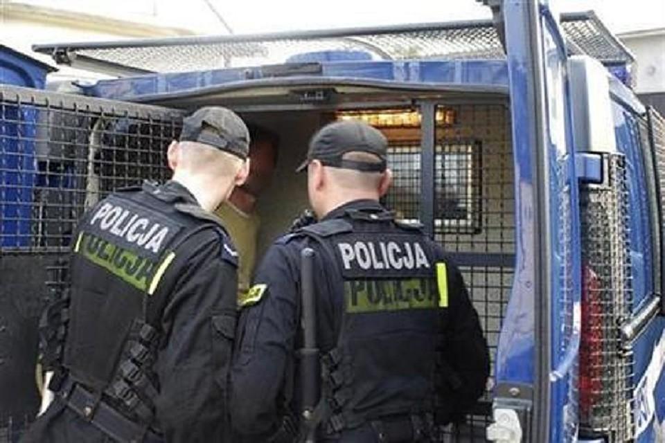 «Меня два раза заставили раздеться»,— украинка опроизволе польской милиции