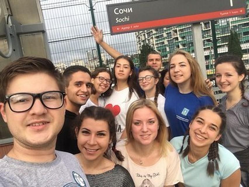 Молодые италантливые сотрудники Калужской области пакуют чемоданы исобираются вСочи